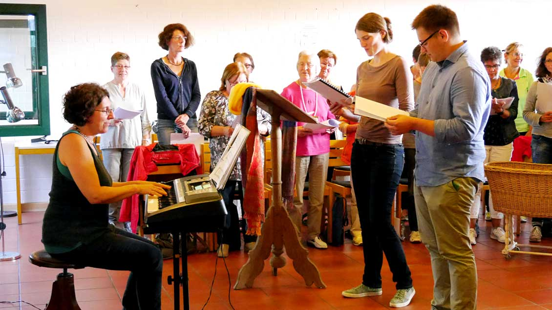 Musical-Probe mit Komponistin Brigitte Stumpf-Gieselmann am E-Piano.