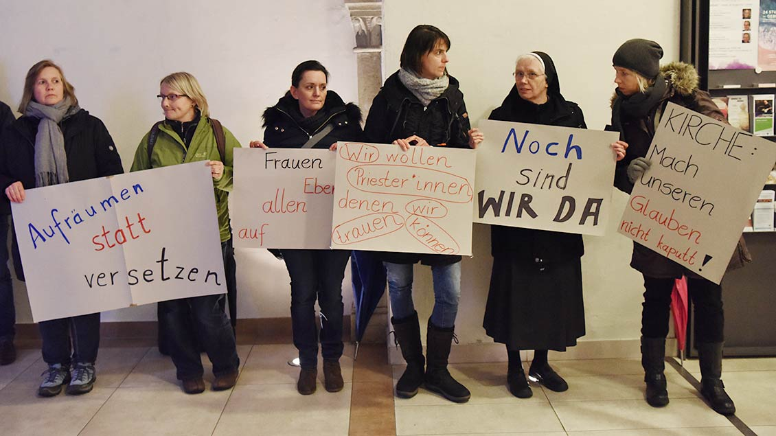 Protestierende Frauen in Lingen